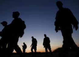 لأنهما يشبهان العرب.. جنديان إسرائيليان يتعرضان لأغرب موقف في حياتهما وامرأة غامضة قد تكون السبب