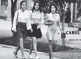 ارتدين ملابس قصيرة من السبعينات.. صورة لمجموعة من النساء تغير خطط ترامب في أفغانستان