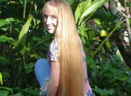 رابنزل حقيقية تكشف السر وراء جمال شعرها.. طوله 162 سنتيمتراً وتستغرق نصف ساعة لتضفيره