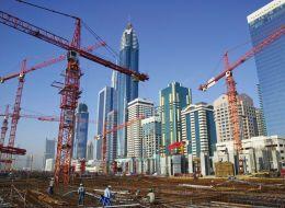 اقتصاد دبي سينمو بينما لن يحدث ذلك في أبوظبي.. صحيفة إيرانية: تراجُع معدل النمو الاقتصادي بالإمارات لهذا السبب