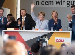 Mann verprügelt CDU-Wahlkampfhelfer, weil der ein Fan-Shirt der Kanzlerin getragen hat