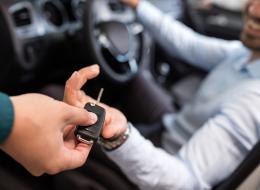 احذر أن تقعَ في مأزقٍ بسببه.. مفتاح سيارة يسجِّل صوتك وصورتك