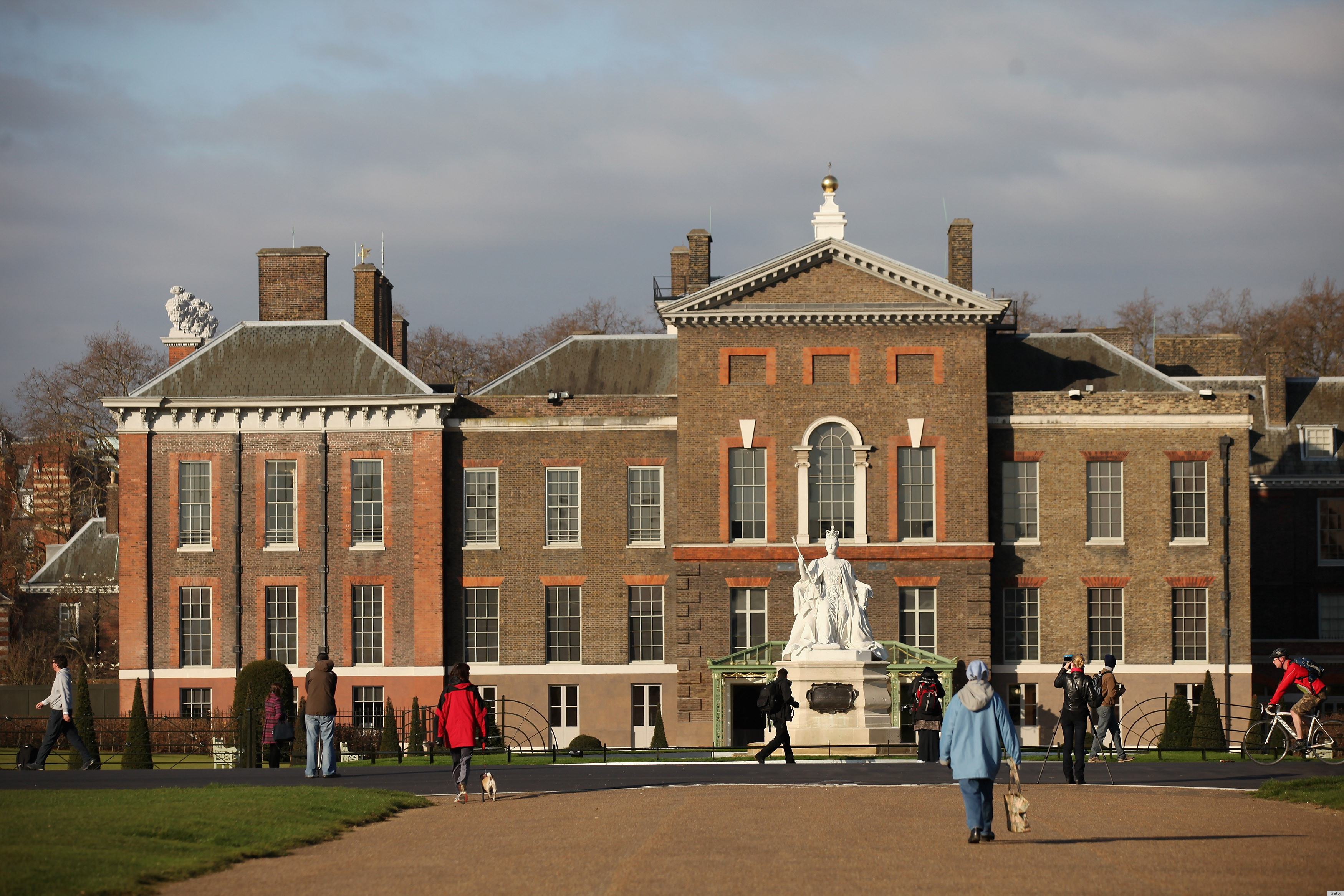 Prince Harry Moving Into Kensington Palace With Will & Kate, Rep Says ...