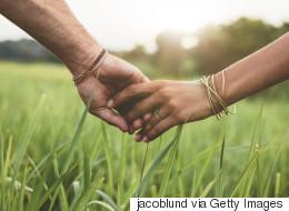 Πόσο σημασία έχει το άγγιγμα μέσα σε μια σχέση;