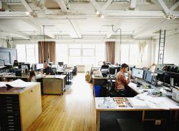 تجنَّب هذه الأمور الـ6 إذا كانت وظيفتك تفرض عليك الجلوس كثيراً على المكتب