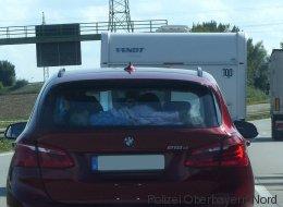 Autofahrer fährt auf A9 hinter BMW - dann entdeckt er etwas Schreckliches auf der Rückbank