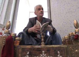 شاهد: شاعر تركي حصل على جوائز تقديرية لكنه لا يزال يمسح الأحذية