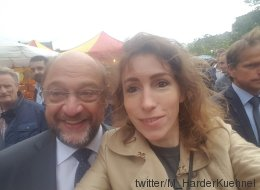 Vermeintlicher Fan schießt Selfie mit Schulz - der ahnt nicht, wer ihn aufs Foto gelockt hat