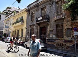 Αφιέρωμα του Guardian: Πώς η λιτότητα οδηγεί στην καταστροφή τα νεοκλασικά της Αθήνας