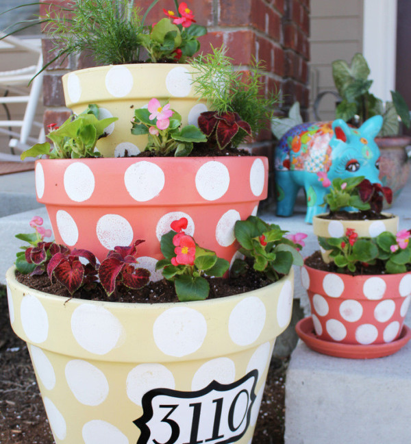 Craft of the day tiered terracotta planter huffpost - Better homes and gardens flower pots ...