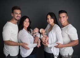 Es sieht aus wie ein Foto von zwei Familien - doch die Mütter sind ineinander verliebt