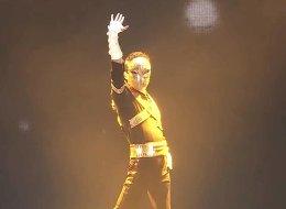 أغنى رجل في الصين يرقص أمام موظفيه! تكريماً لمناسبةٍ مَنحته 30 مليار دولار