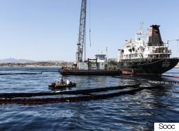 Συνεχίζεται η επιχείρηση απορρύπανσης στον Σαρωνικό. Αποφυγή κολύμβησης σε μολυσμένες περιοχές συνιστά το ΚΕΕΛΠΝΟ