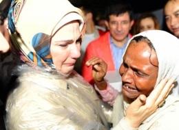 أمينة أردوغان في مخيمات اللاجئين.. فما الذي فعلته نساء العرب؟!