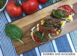 Συνταγή για πανεύκολο και ζουμερό κοτόπουλο με ντομάτα και pesto