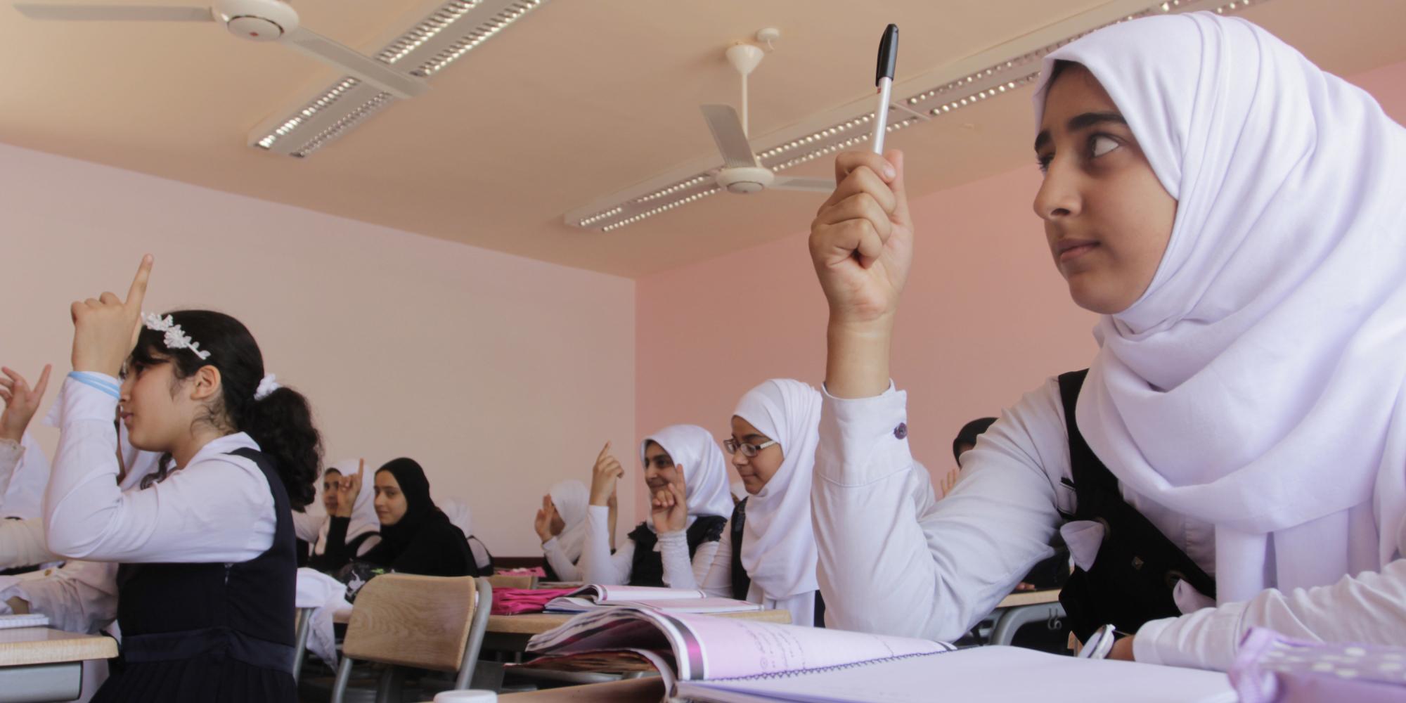 منعاً لتحرُّش السائقين بالطالبات.. الكويت تستقبلُ العام الدراسي بإجراءاتٍ جديدةٍ داخل الحافلات