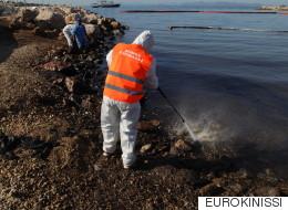 Εισαγγελία Πειραιά: Ποινική δίωξη κατά παντός υπευθύνου για το ναυάγιο και τη ρύπανση του «Αγία Ζώνη ΙΙ»