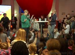 Als Merkel von ihrem bisher schönsten Erlebnis berichtet, geht ein Raunen durch das Publikum