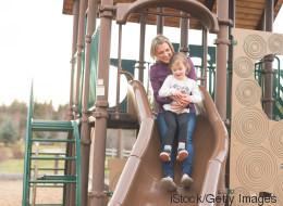 US-Studie: Warum Kinder nicht auf dem Schoß der Eltern rutschen sollten
