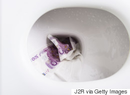 Βούλωσαν τις τουαλέτες σε μια τράπεζα και τρία εστιατόρια με... 500ευρα