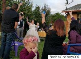 결혼식 화동의 사진 한 장 덕에 엄청난 작품이 탄생했다