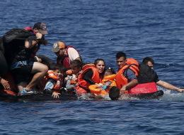 هكذا غرقت أمي أمام عيني في أعماق البحر.. قصتي في سوريا من القصف إلى الهجرة