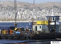 Η απάντηση του δήμου Σαρωνικού στις επικρίσεις που δέχεται για τη διαχείριση του προβλήματος της πετρελαιοκηλίδας
