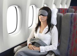 ابقَ مستيقظاً أو خاطِر بفقدان سمعك! لا تنم في هذه الأوقات أبداً بالطائرة