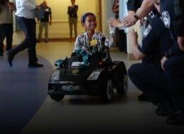 شاهد: أطفال صغار يقودون سياراتهم إلى غرفة العمليات.. كيف تحولت رهبة المستشفى إلى متعة؟