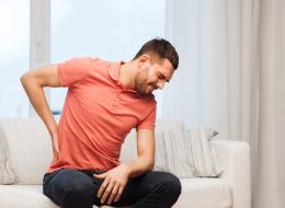 عدم القدرة على الجلوس أو اصفرار الجلد مؤشر.. لهذا تتكون حصوات الكلى والمرارة.. كيف يتم علاجها؟