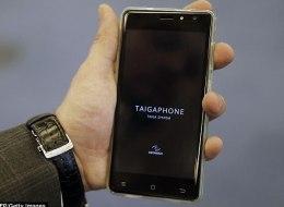 هاتف جديد قد يقضي على آبل وسامسونغ.. روسيا تعلن عن جهاز يحمي صاحبه من الاختراق والتنصت وأرخص 5 مرات من آيفون