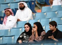 بالجينز والحجاب والأعلام.. هكذا شاركت السعوديات لأول مرة في اليوم الوطني