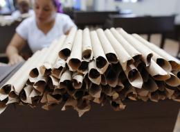 تعمل لخدمة الأثرياء فقط منذ 20 عاماً.. تعرَّف على البرازيلية التي لفَّت مليون سيجار في حياتها