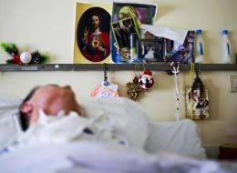ذرف الدموع وابتسم بعدما فقد الوعي لـ 15 عاماً.. علماء يعيدون الأمل مجدداً في علاج الغيبوبة
