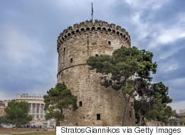 Παλιά φωτογραφία που φέρεται να απεικονίζει το παραθαλάσσιο τείχος της Θεσσαλονίκης διχάζει το Ίντερνετ