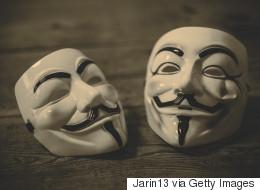Με κυβερνοεπιθέσεις απειλούν οι Anonymous την ΤτΕ, η οποία διαψεύδει τα περί υποκλοπής και διαρροής