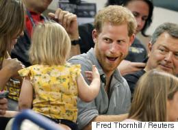 왕자님의 팝콘을 집어간 아기가 시선을 강탈했다(영상, 연속사진)