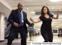 비행기 놓친 여성이 공항서 밤새 댄스파티를 열다