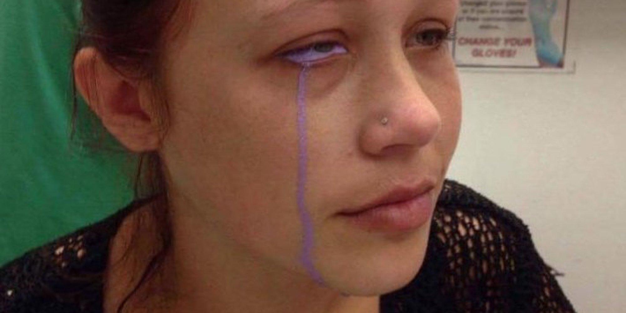 Ein Mann überredet seine Freundin zu einem Augen-Tattoo - das hat ...