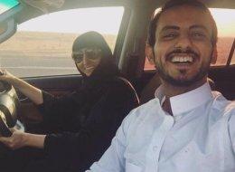 تفاعل كبير من السعوديين مع أول سيلفي لشاب سعودي مع والدته التي تقود سيارة