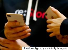 Αναφορές για iPhone 8 Plus που «σκάνε» και ανοίγουν λόγω προβλημάτων στη μπαταρία- «κρούσμα» στην Ελλάδα