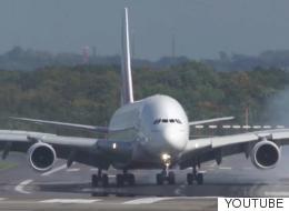 이 착륙 장면을 보면 항공 여행은 피하고 싶어진다