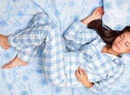 هل النوم عارياً صحيٌّ ويزيد الخصوبة عند الرجال أكثر من النوم مرتدياً بيجامة؟ نتائج الأبحاث أثبتت عكس ذلك