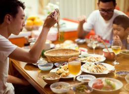 يشربون الخمر بكثرة ويُصدرون أصواتاً أثناء الأكل.. هذه تكلفة قضاء 14 يوماً باليابان