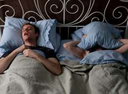 هل تخشى أنت أيضاً ذكر اسم امرأة أخرى غير زوجتك أثناء النوم؟!  قدّم هذا الدليل الذي يبرئك علمياً