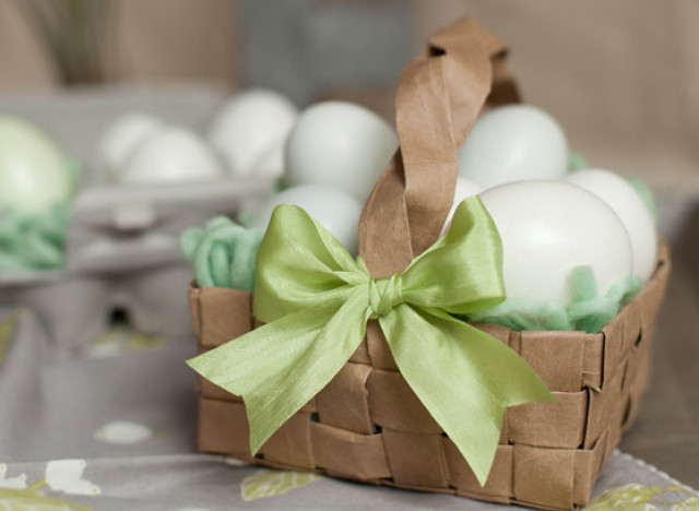 Easter craft ideas make an easter basket from a paper bag - How to make easter decorations ...