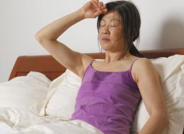 لماذا نتعرَّق ليلاً؟  قد تكون للأمر علاقة بمشكلة صحية خطيرة نعاني منها