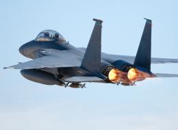 الإمارات تعلن تحطُّم إحدى طائراتها أثناء مهمَّتها في اليمن ومقتل طاقمها