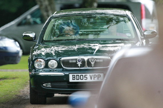 the queen driving her jaguar