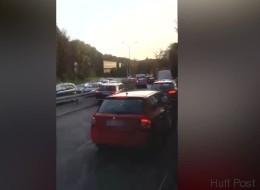 In München zeigen Autofahrer, wie man sich bei einem Unfall nicht verhält